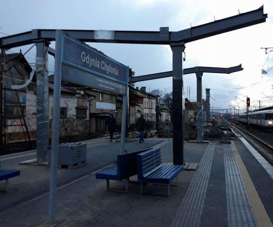 Modernizacja peronów w Gdyni Chyloni i Rumi Janowie opóźniona