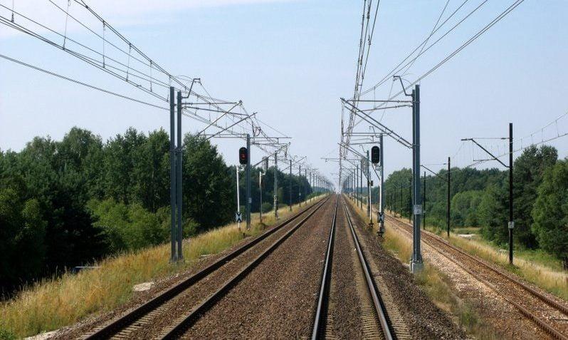 Prędkość pociągów na CMK rośnie, ale czasy przejazdu się nie skracają