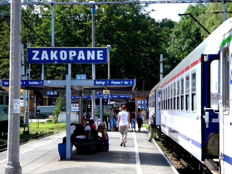 Dlaczego pociąg z Krakowa do Zakopanego jedzie tak długo?