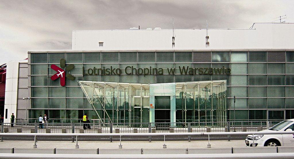 """Lotnisko Chopina chce zakazać """"tankowania z pasażerami"""""""