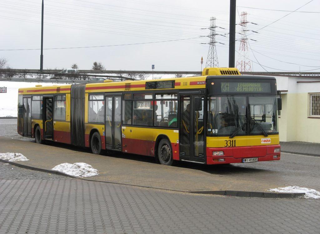 Kompletnie pijany kierowca prowadził podmiejski autobus