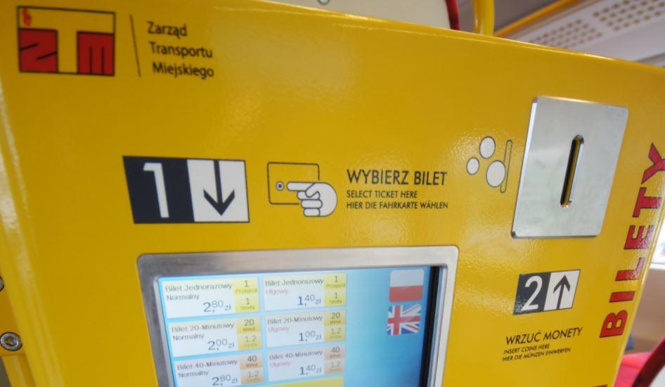 Nowe biletomaty w warszawskich tramwajach