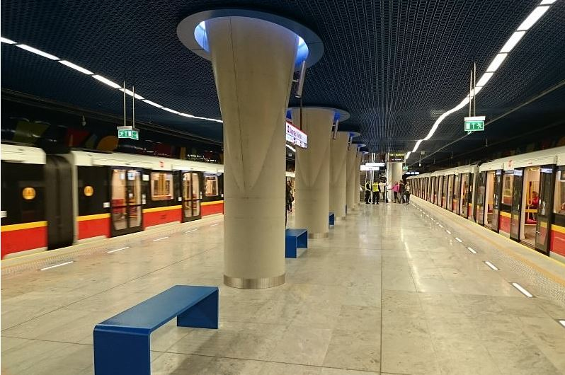 Co z nowymi pociągami metra warszawskiego?