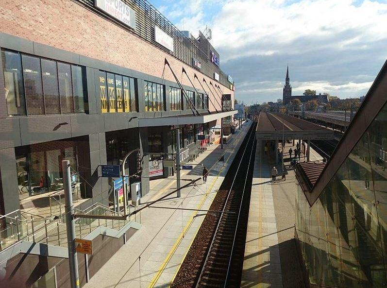 Spółki kolejowe zarzucają Galerii Metropolia nielegalną sprzedaż biletów