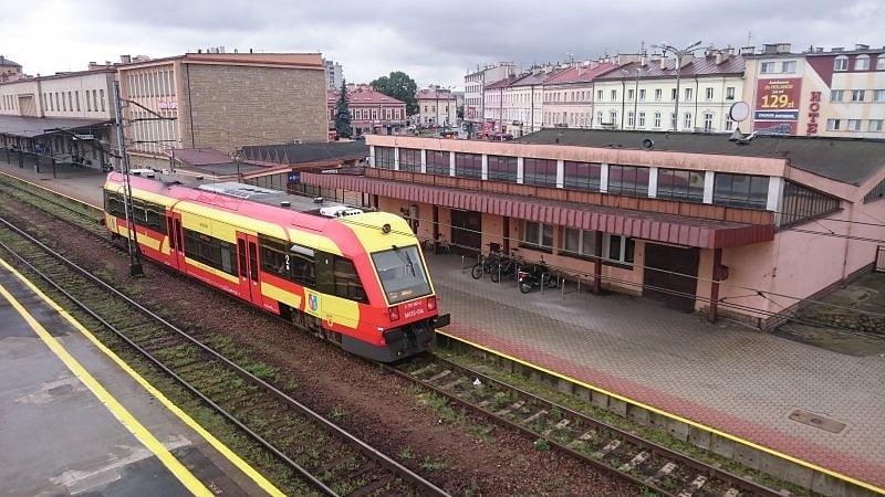 Sandomierz z całorocznym pociągiem osobowym do Rzeszowa i Stalowej Woli