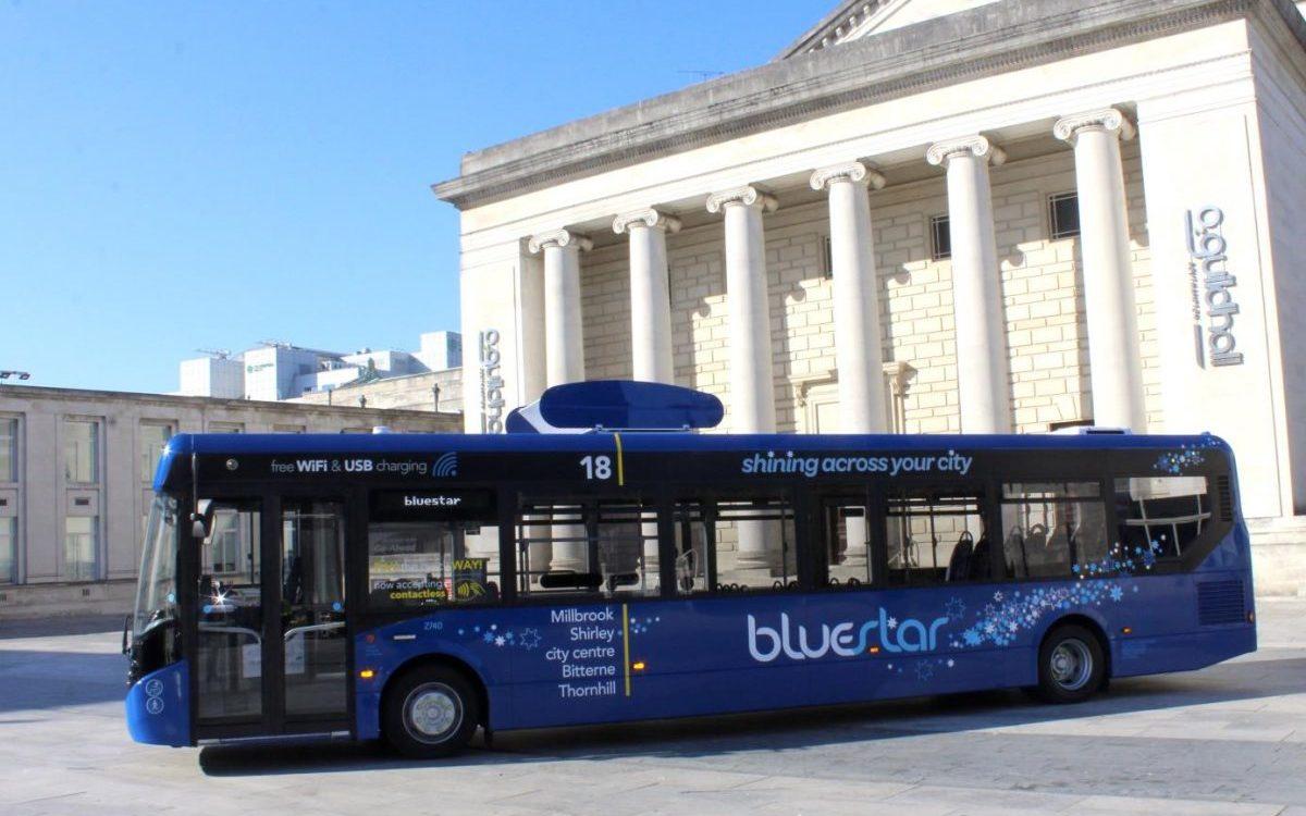 Autobus oczyszczający powietrze? Ruszyły testy w UK