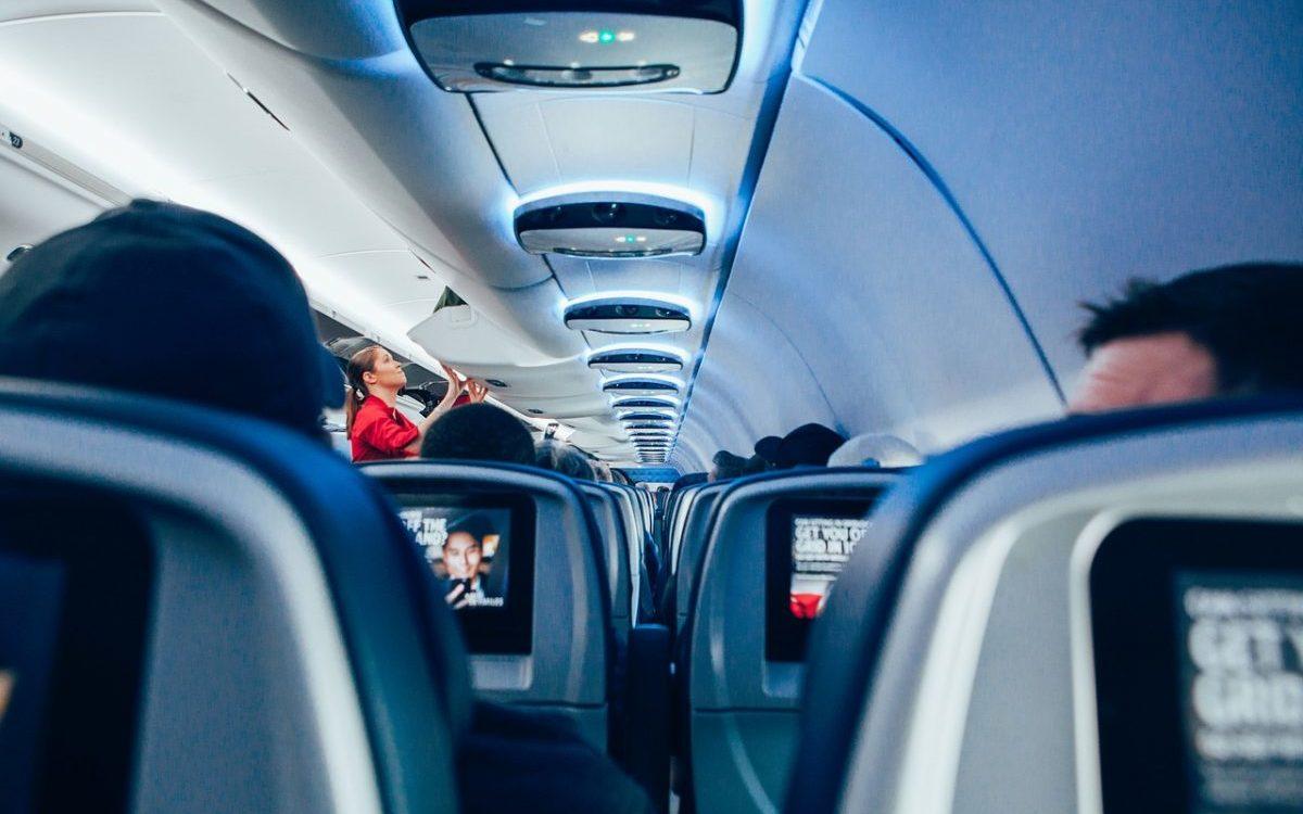 Lubisz podróże? Zostań stewardessą/stewardem w liniach lotniczych