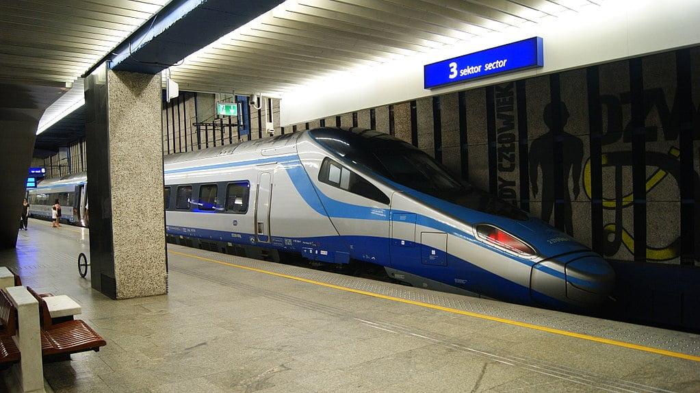 Angielski nadal językiem obcym na polskiej kolei?