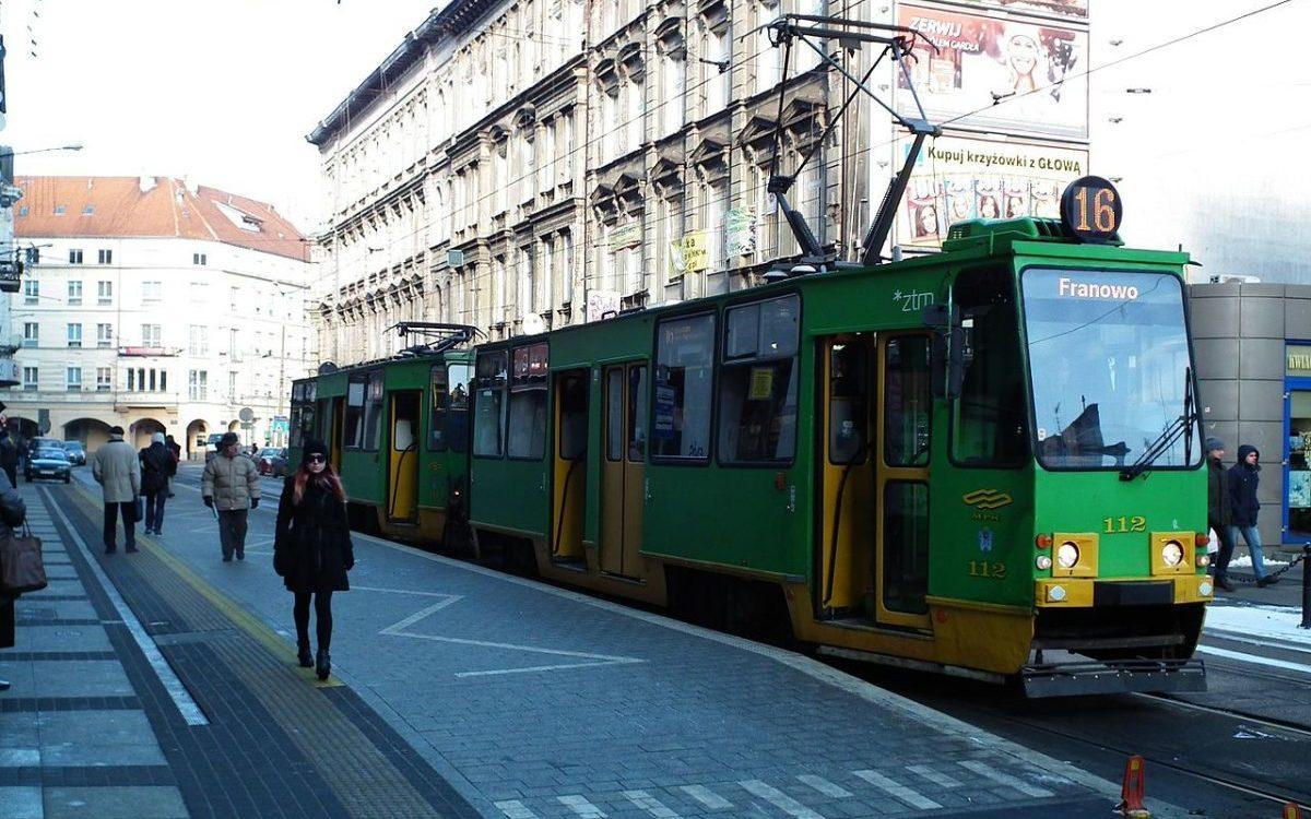 ZTM Poznań edukuje pasażerów jak korzystać z przystanków wiedeńskich