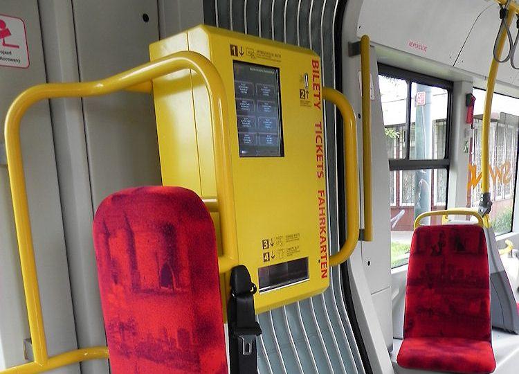 Wszystkie warszawskie tramwaje z biletomatami. Które miasta pozostają w tyle?