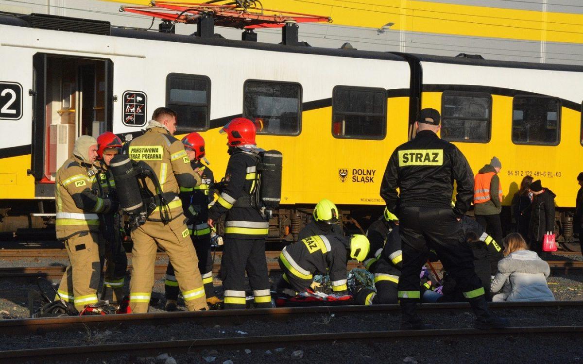 Jak szybko ewakuować pasażerów pociągu?
