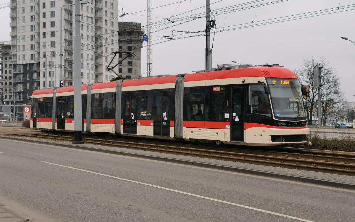 Ile osób zabiorą autobusy, tramwaje i pociągi według wytycznych rządu?
