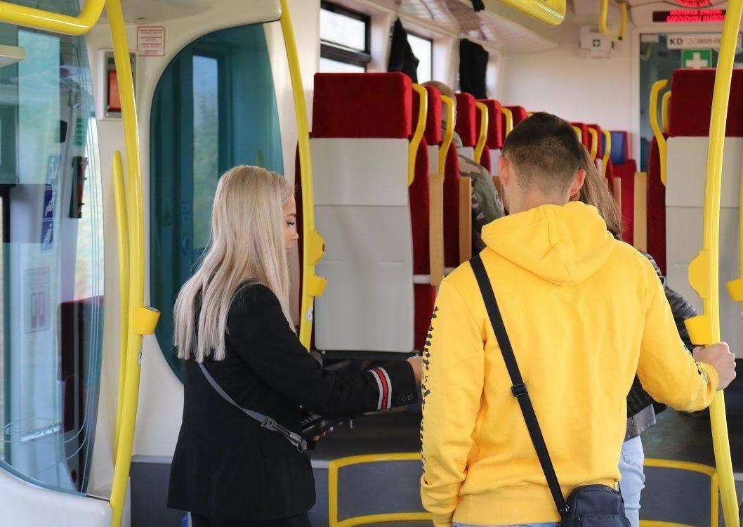 Kolejny przewoźnik z płatnością kartą w pociągach